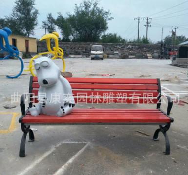 现货玻璃钢彩绘小鹿座椅树脂倒霉熊坐凳仿真动物座椅广场摆件