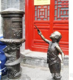玻璃钢铸铜小孩投信邮筒雕塑户外商业街城市景观民俗小品文化雕塑