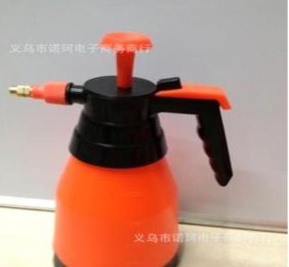NK1049D 红色长喷壶 气压式喷壶 1L